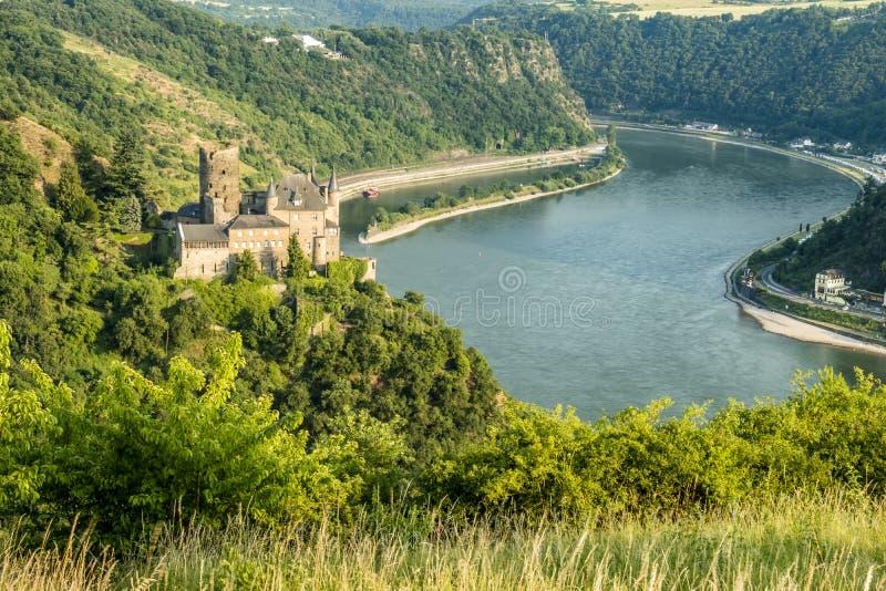 Burg Katz - Cat Castle con la roccia in Renania Palatinato, st Goarshausen di Lorelei fotografie stock libere da diritti