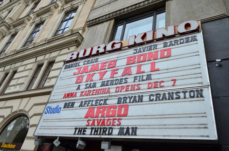 Burg Kino Cinema Front Headlights à Vienne, Autriche images stock