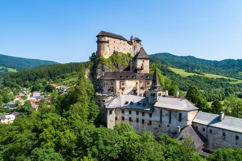 Burg Orava in der Slowakei Luftbild stockfotos