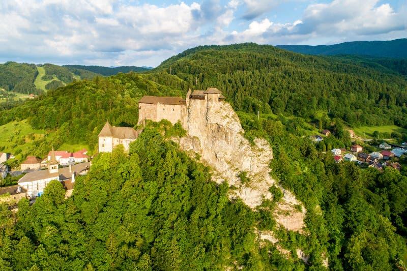 Burg Orava in der Slowakei Luftbild stockbild
