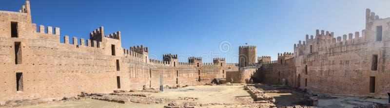 Burgalimar-Schloss, Bedecken-Al-Hamma, Baños De-La Encina-Dorf, J lizenzfreie stockbilder