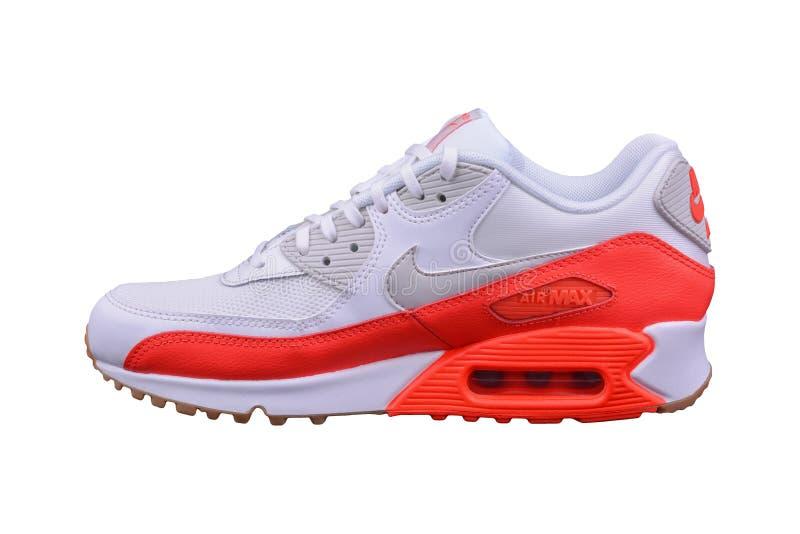BURGAS BUŁGARIA, SIERPIEŃ, - 29, 2016: Nike Wietrzy MAX damy sneakers - trenery, w bielu i pomarańcze - kobieta buty - fotografia stock