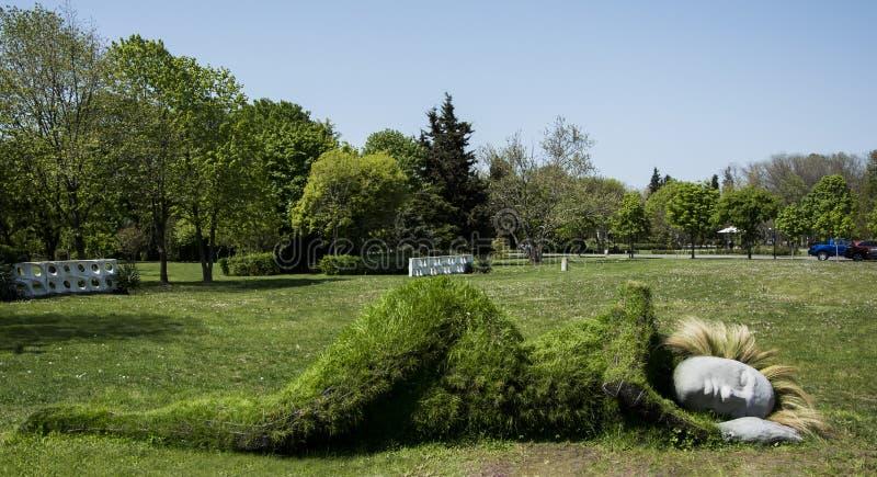 Burgas Bulgarien - Maj 5, 2017: skulptur i havsträdgården Burgas royaltyfri fotografi