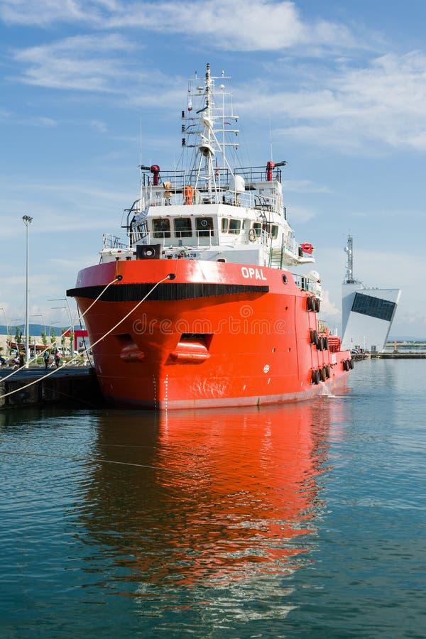 BURGAS, BULGARIJE - JUNI 9, 2019: Opal Valletta Offshore Supply Ship bij de Haven van Burgas, Bulgarije royalty-vrije stock foto