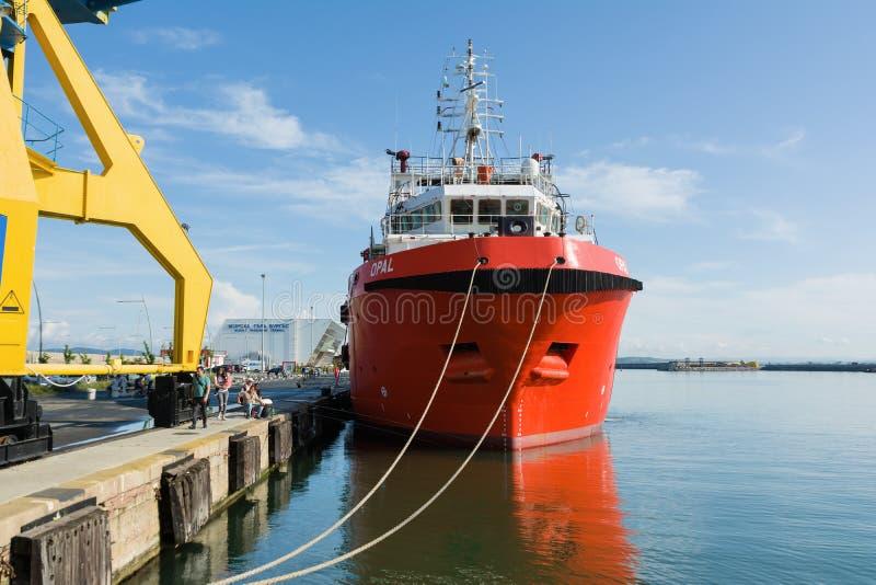 BURGAS, BULGARIJE - JUNI 9, 2019: Opal Valletta Offshore Supply Ship bij de Haven van Burgas, Bulgarije royalty-vrije stock fotografie