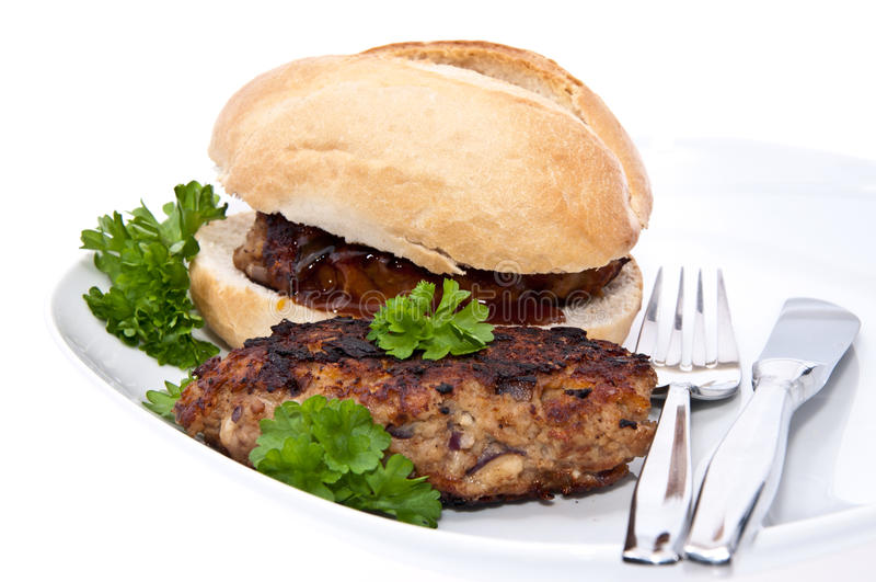 burger απομόνωσε το λευκό ρόλων στοκ φωτογραφία με δικαίωμα ελεύθερης χρήσης