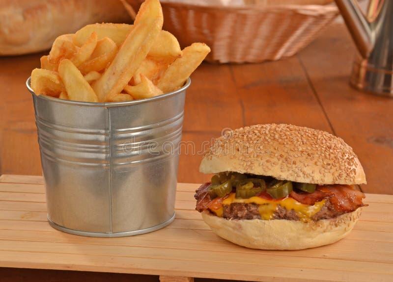 Burger ζαμπόν Jalapenos στοκ εικόνες με δικαίωμα ελεύθερης χρήσης