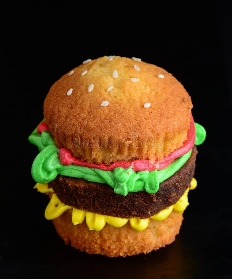 Burger κέικ γλυκιά έκπληξη στοκ φωτογραφίες με δικαίωμα ελεύθερης χρήσης