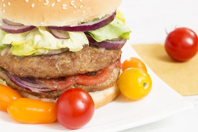 Burger στοκ φωτογραφία με δικαίωμα ελεύθερης χρήσης