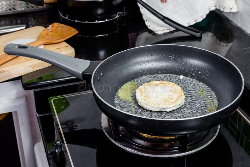 Download Burger σχαρών στοκ εικόνες. εικόνα από αρχιμάγειρας, εστιατόριο - 62716182