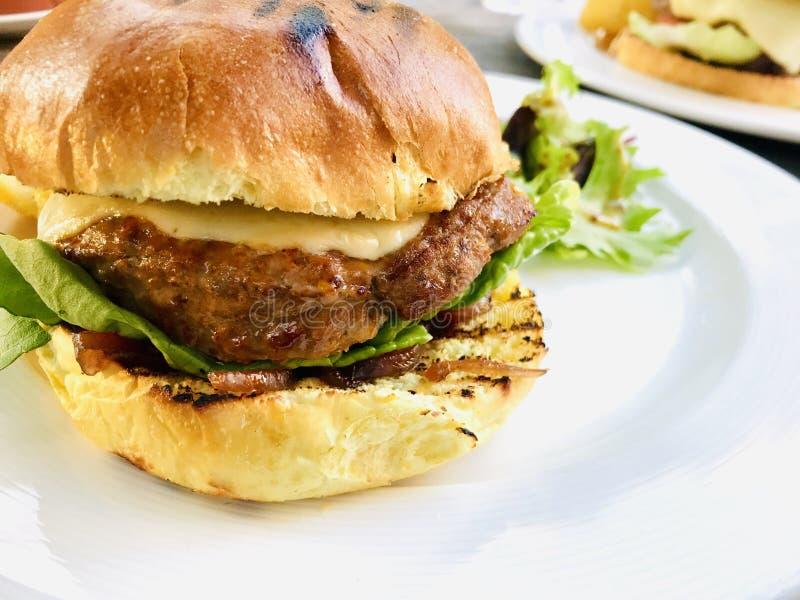 Burger de boeuf gourmet photos libres de droits