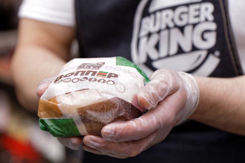 Burger King besetzen das Halten einer Unwahrheit mit Personal stockfoto