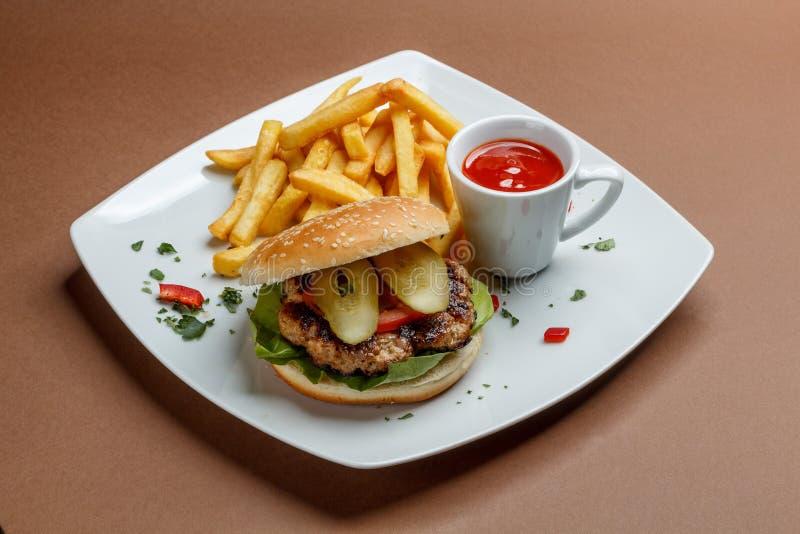 Burger und Fischrogen lizenzfreie stockbilder