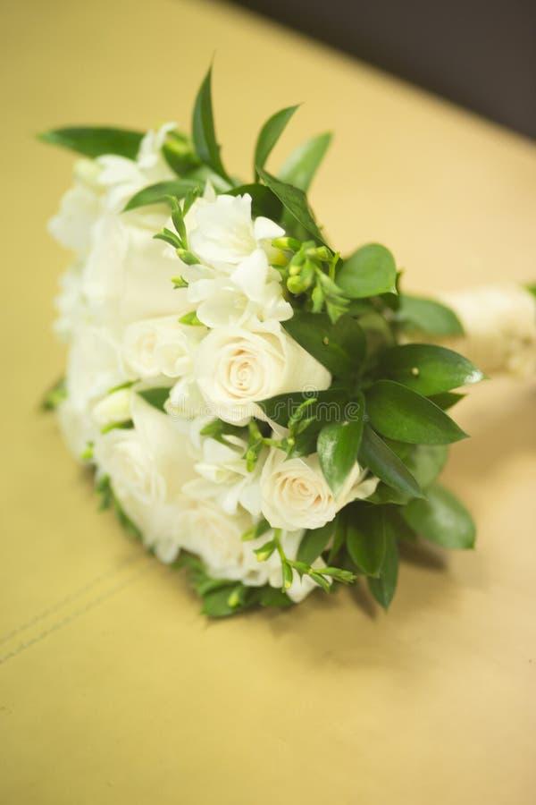 Burgerlijk huwelijks bruids boeket stock fotografie