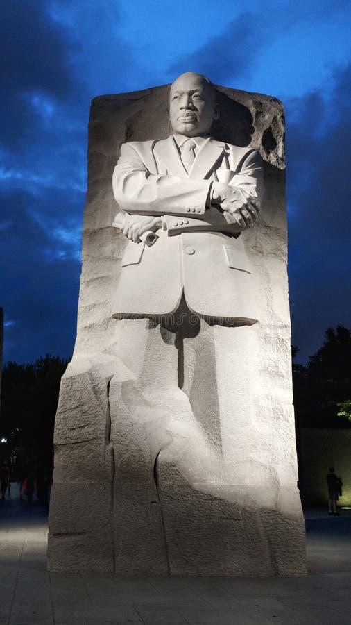 Burgerrechtenheld Martin Luther King Jr Gedenkteken bij nacht stock foto