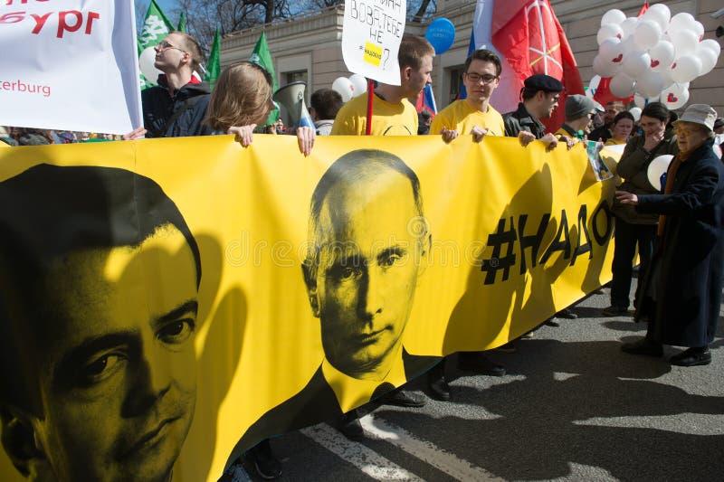 Burgers in de politieke Meidagdemonstratie stock afbeeldingen
