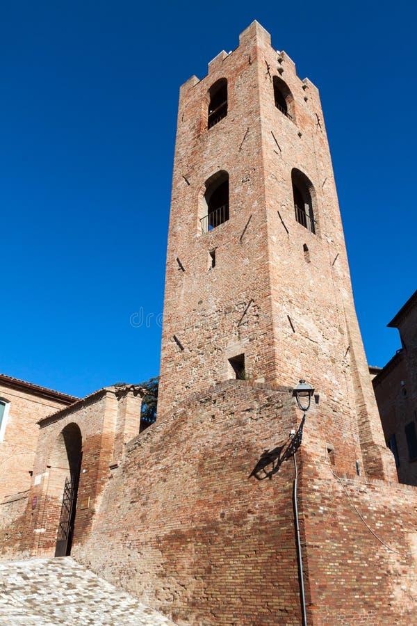 Burgertoren in de Malatesta-vesting in longiano stock foto's