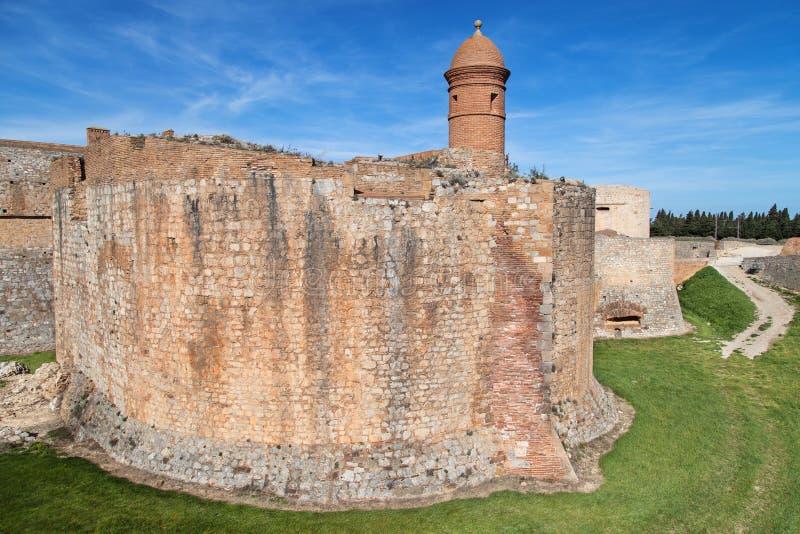 Burggraben und Wälle des Salses-Le-Chateaus lizenzfreie stockfotos