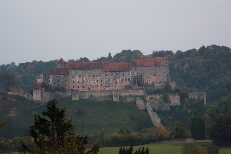Burghausen - el castillo más largo del mundo, Alemania fotos de archivo