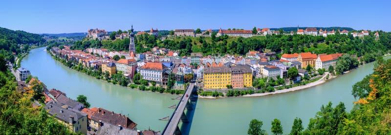 Burghausenstad en kasteel op Salzach-rivier, Duitsland royalty-vrije stock foto's