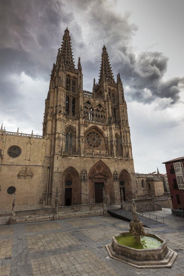 Burgos domkyrka på plazaen de San Fernando arkivbilder