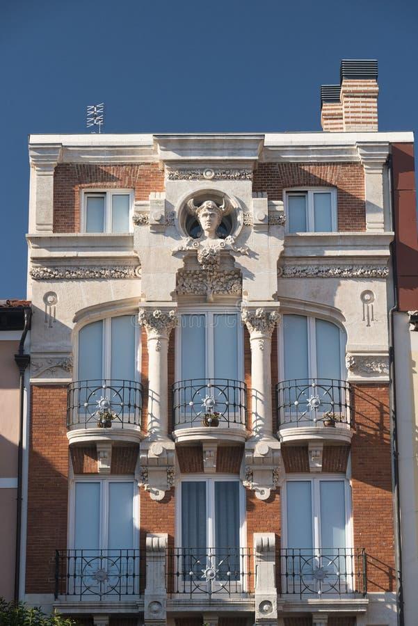 Burgos Spanien: historisk byggnad i Plazaborgmästare arkivfoto