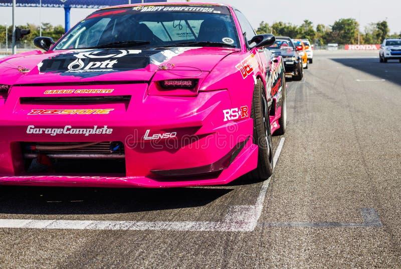 Buriram Tailandia El competir con de coche de carreras en una pista fotos de archivo libres de regalías
