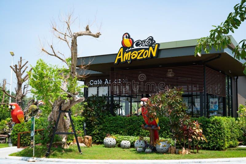 Buriram, Tailandia - ottobre 2018: Caffetteria di Amazon del caffè con il fondo del cielo blu Il ` Amazon del caffè è stato nel s fotografia stock libera da diritti