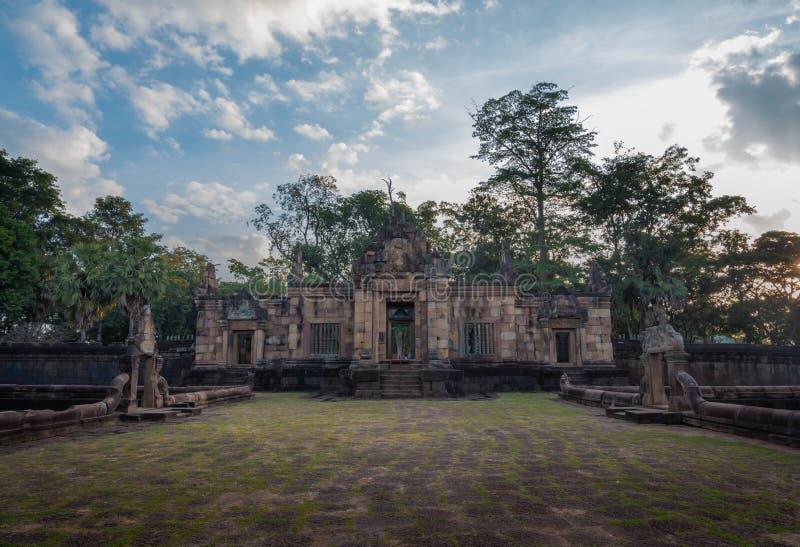BURIRUM THAILAND - DECEMBER 07, 2018: PRASARTHIN MUANGTAM eller STENSLOTTEN MUANG TAM på det Prakhonchai området royaltyfria foton