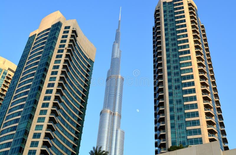 Burj哈利法与现代大厦的天视图 库存图片