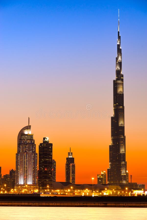 Burj哈利法门面在晚上,迪拜,阿拉伯联合酋长国 库存图片