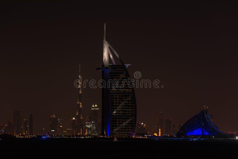 Burj Al Arab Jumeirah na cidade de Dubai na noite imagens de stock