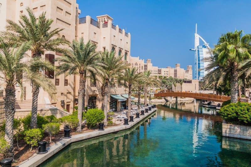Burj Al Arab Tower der Araber gesehen von Madinat Jumeirah in Dubai, vereinigter Araber Emirat stockbilder