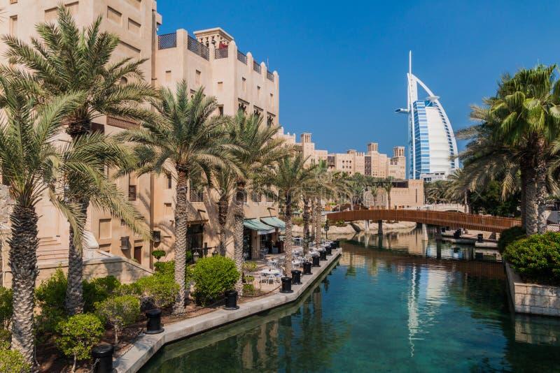 Burj Al Arab Tower van de Arabieren van Madinat Jumeirah in Doubai worden gezien, verenigde Arabische Emirat die stock afbeelding