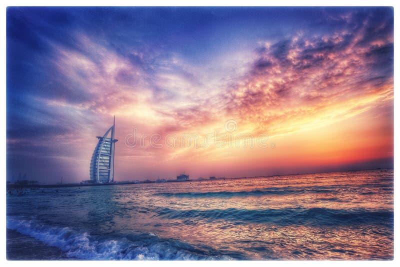 Burj-Alrarab en puesta del sol fotografía de archivo