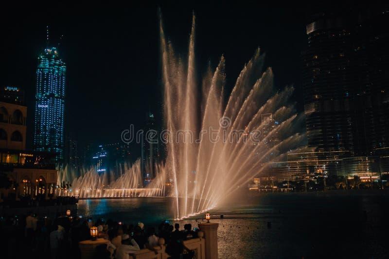 Burj Khalifa - Dubai, Förenade Arabemiraten springbrunn arkivbild