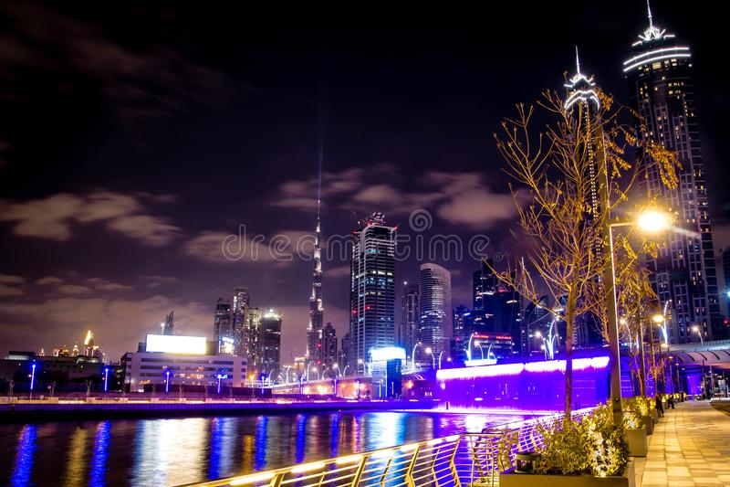 Burj Khalifa från affärsfjärden Chanel royaltyfria foton