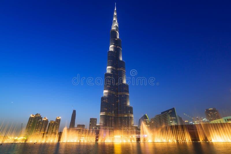 Burj Khalifa I Dubai På Natten, UAE Redaktionell Fotografering för Bildbyråer