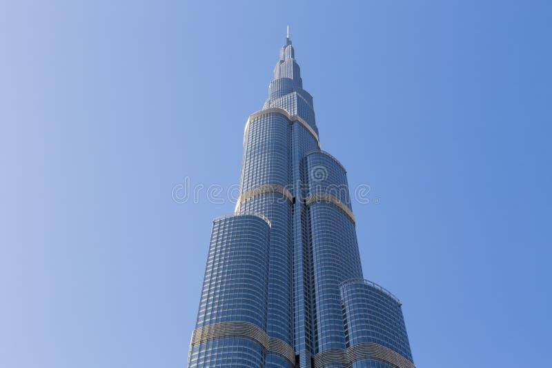 Burj Khalifa med klar blå himmel i Dubai, mest högväxt byggnad för värld royaltyfri foto
