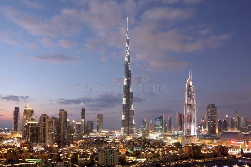 Burj Khalifa och i stadens centrum Dubai arkivbild