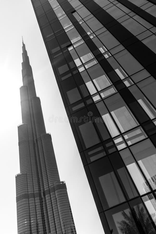 Burj Khalifa y negro y Wite de la plaza 1 del bulevar de Emaar imagen de archivo