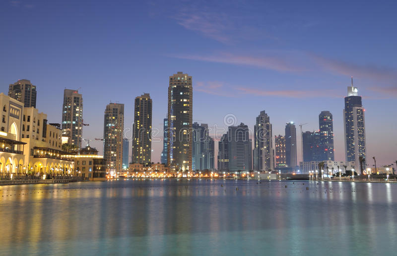 burj w centrum Dubai półmrok zdjęcie stock