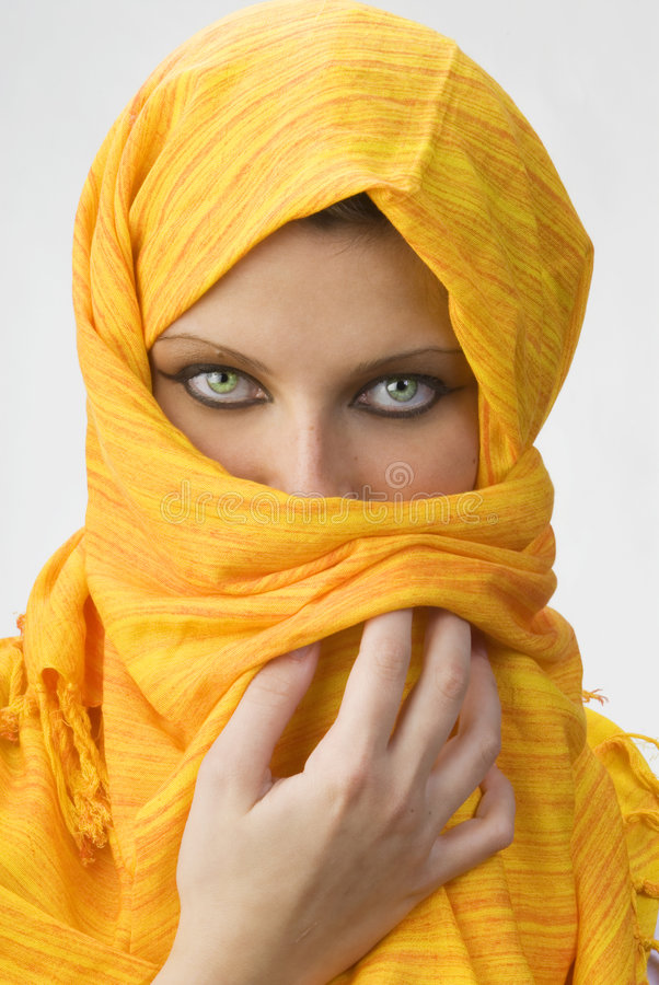 Burka amarelo fotografia de stock royalty free