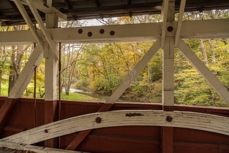 Burkholder täckte bron i Garrett Pennsylvania royaltyfri foto