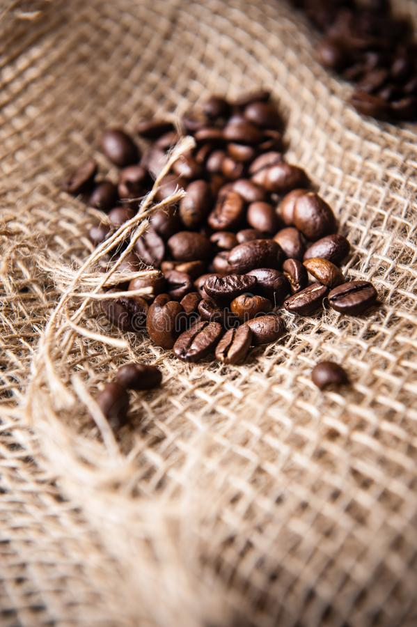 Burlap-Kaffeebohnen stockbild