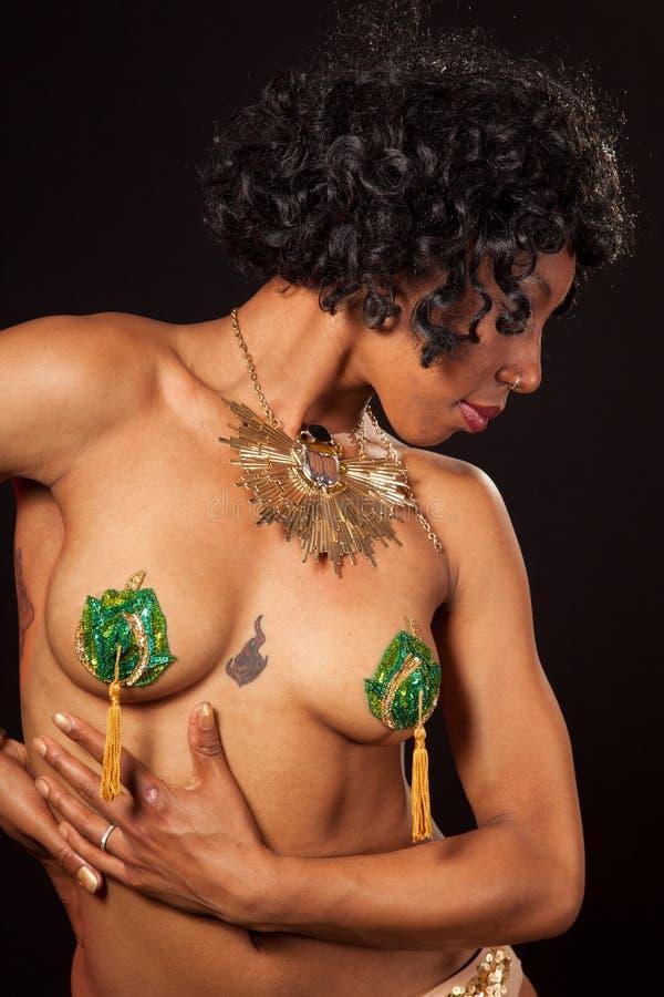 Burlesque Tänzer in den Pasteten, die weg schauen lizenzfreie stockfotografie
