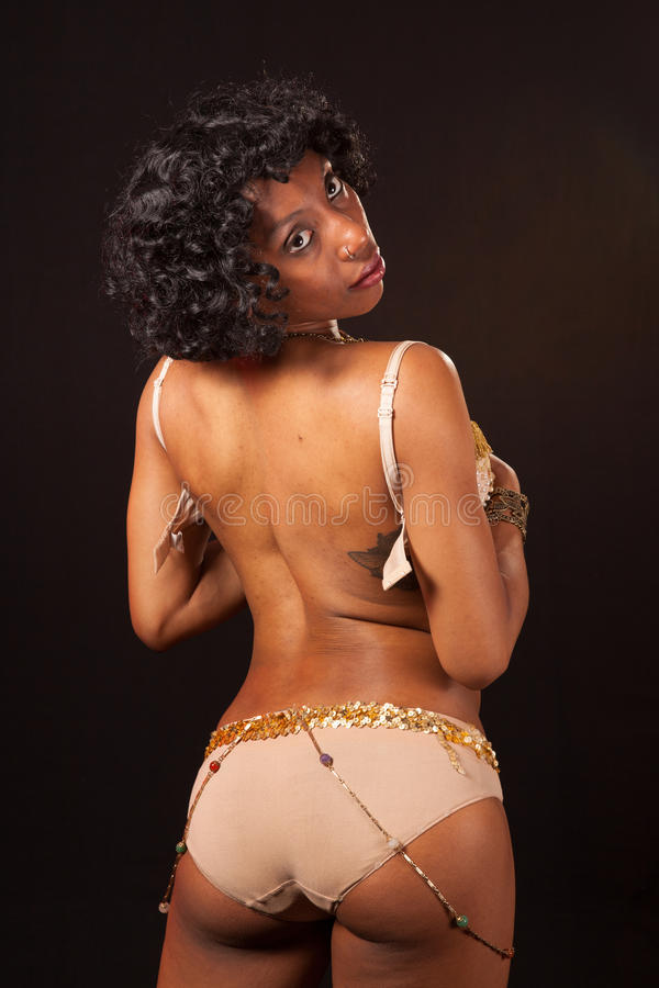 Burlesque Tänzer, der geheimnistuerisch schaut lizenzfreies stockbild