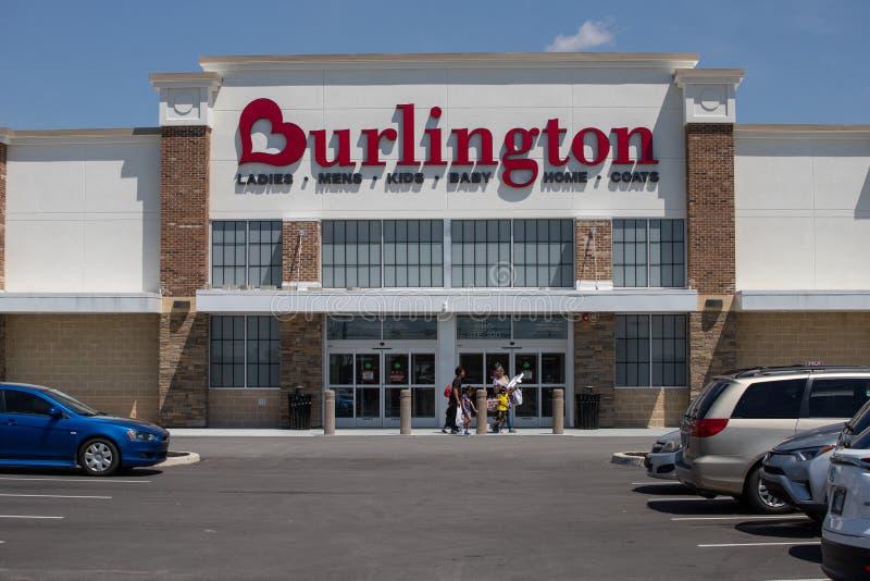 Burlington-Mantel-Fabrik-Standort Burlington ist ein amerikanisches Staatsangeh?riges weg vom Preiskaufhauseinzelh?ndler I lizenzfreie stockbilder