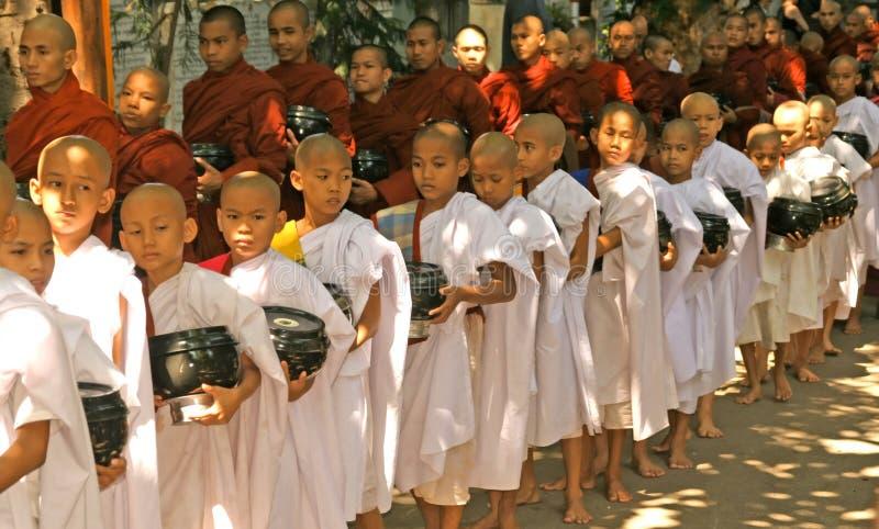 burma monks royaltyfri foto
