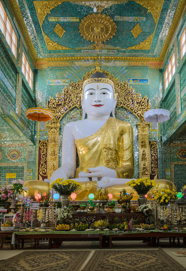 Free Burmese Buddha Statue Royalty Free Stock Photo - 37132285